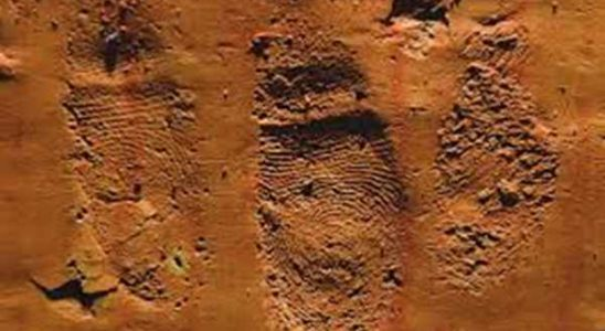 Przy ul. Klonowej. znajduje się piasek którym wysypano cały plac, którym wszystkim przeszkadza.