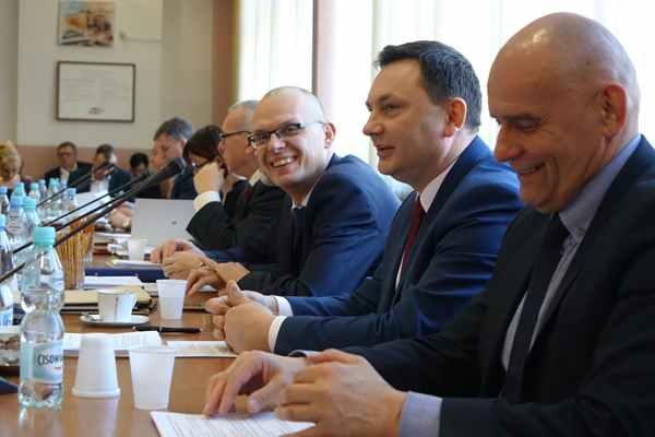 Starosta świdnicki Dariusz Kołodziejczyk,złożył dwa wnioski na kwotę niemal 12 mln zł.