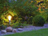 Lampy ogrodowe i najnowsze technologie w zakresie oświetlenia sprawdzają się nie tylko w brany IT, ale też w otoczeniu domu. To sposób na to, by efektywnie zadbać o wystrój wokół domu, jednocześnie zyskując efektywny i niedrogi sposób na oświetlenie.