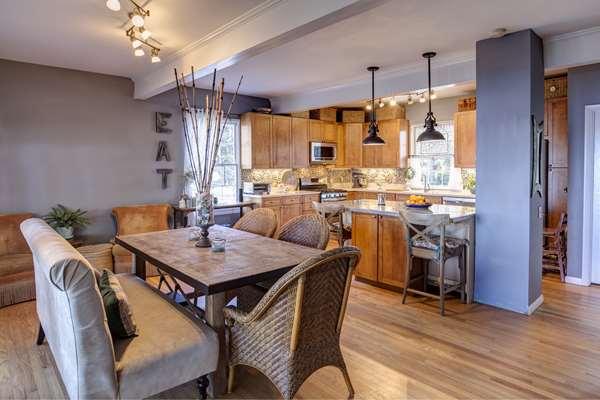 Z jakiego materiału wybrać meble do kuchni?